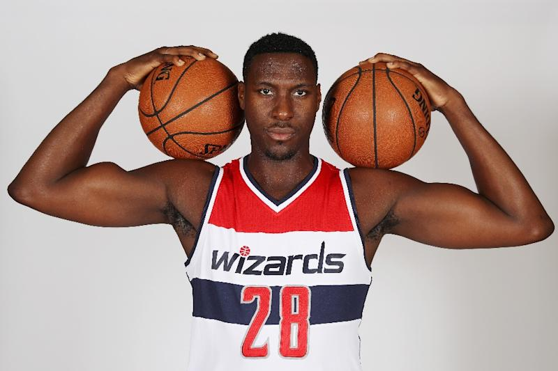 Washington Wizards center Ian Mahinmi is expected to miss between four and six weeks after undergoing left knee surgery