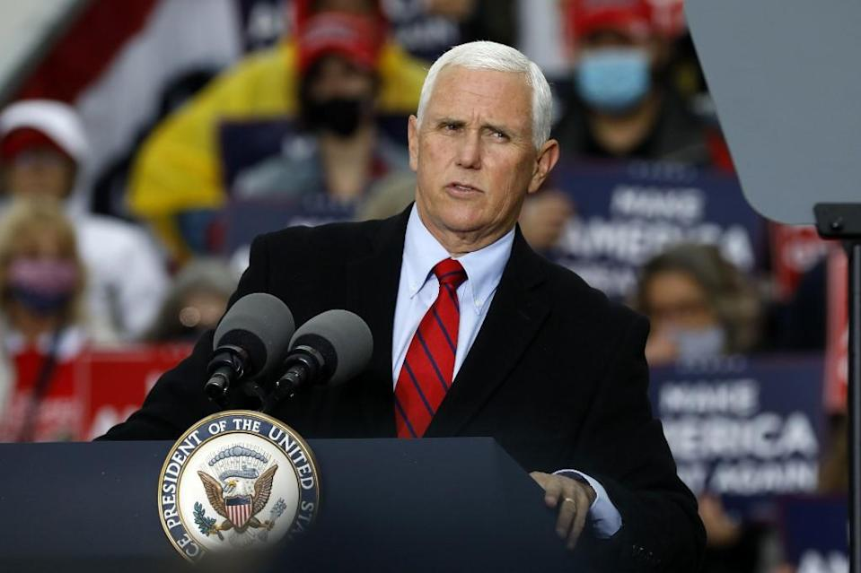 asesores-mike-pence-covid-campaña