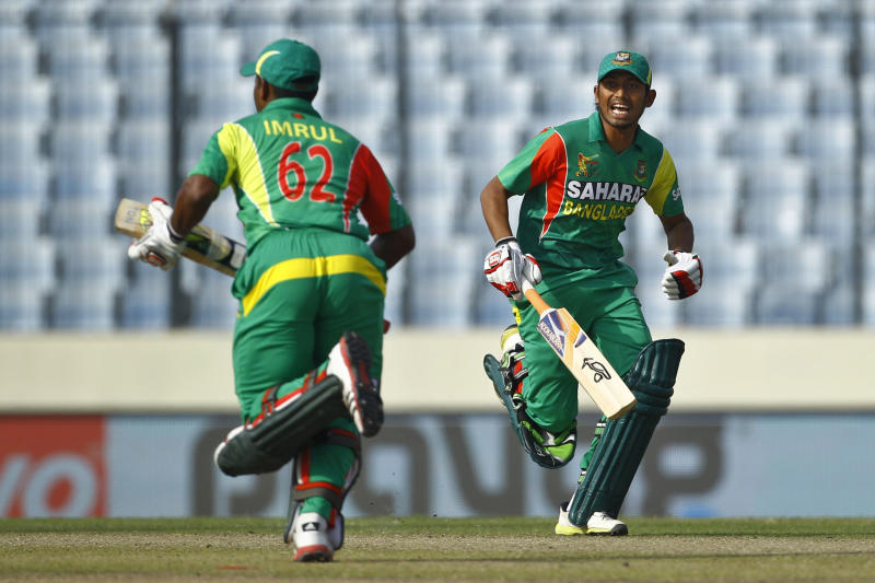 Bangladesh's Anamul Haque, right, and Imrul Kayes run between the wickets during their match against Pakistan in their Asia Cup one-day international cricket tournament in Dhaka, Bangladesh, Tuesday, March 4, 2014. (AP Photo/A.M. Ahad)