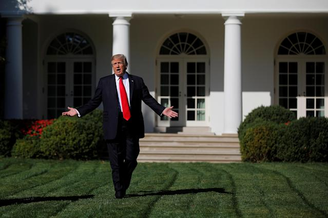 <p>President Donald Trump talks to members of the press pool at the Rose Garden of the White House in Washington, U.S., September 15, 2017. (Photo: Carlos Barria/Reuters) </p>