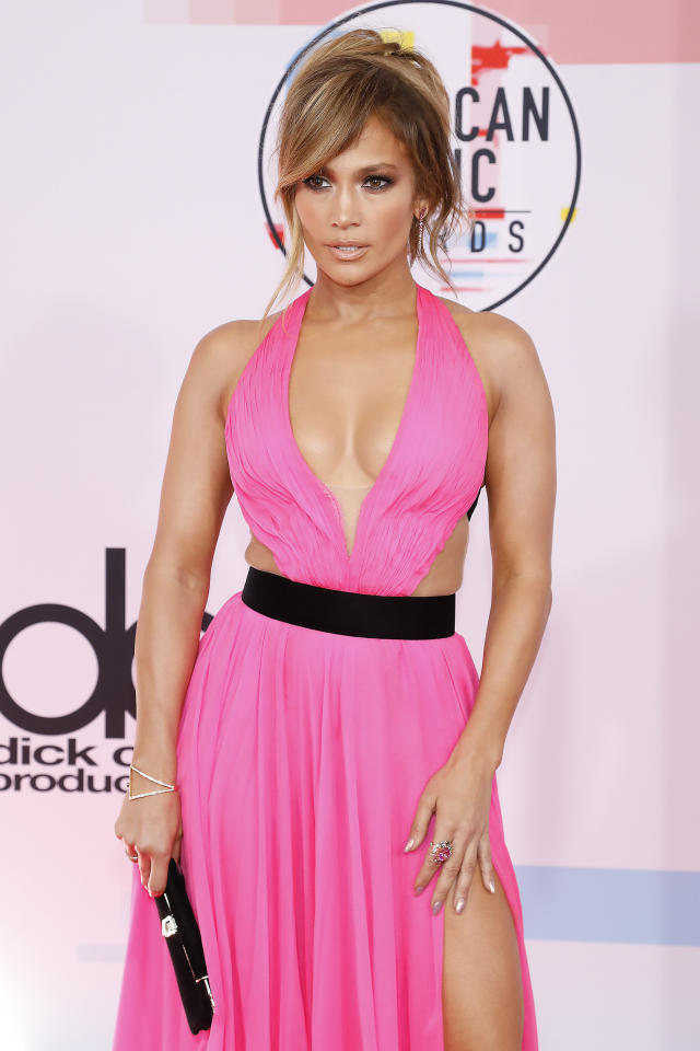 <p>Jennifer López lució sexy y atrevida en los American Music Awards. Foto:/Getty Images </p>