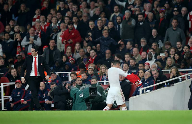 LONDON, ENGLAND - OCTOBER 27: Arsenal head coach Unai Emery turna away as Arsenal captain Granit Xhaka takes off his shirt and walks straight down the tunnel after being substituted during the Premier League match between Arsenal FC and Crystal Palace at Emirates Stadium on October 27, 2019 in London, United Kingdom. (Photo by Mark Leech/Offside/Offside via Getty Images)
