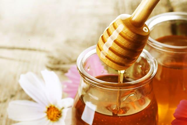 This sticky sweet stuff is delicious and soothing in tea, but its antibacterial properties will also help soothe and heal pimple