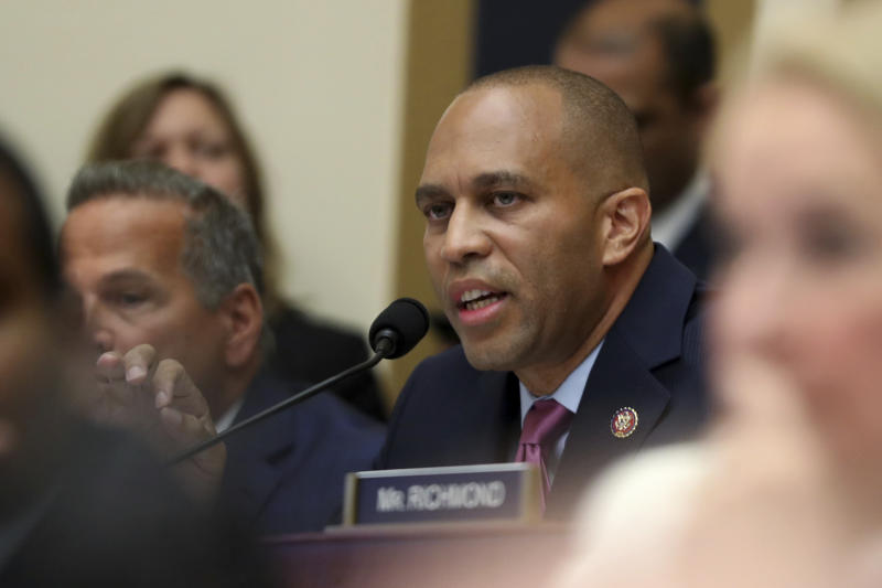 Rep. Hakeem Jeffries, D-N.Y., asks questions of former special counsel Robert Mueller. (Photo: Andrew Harnik/AP)