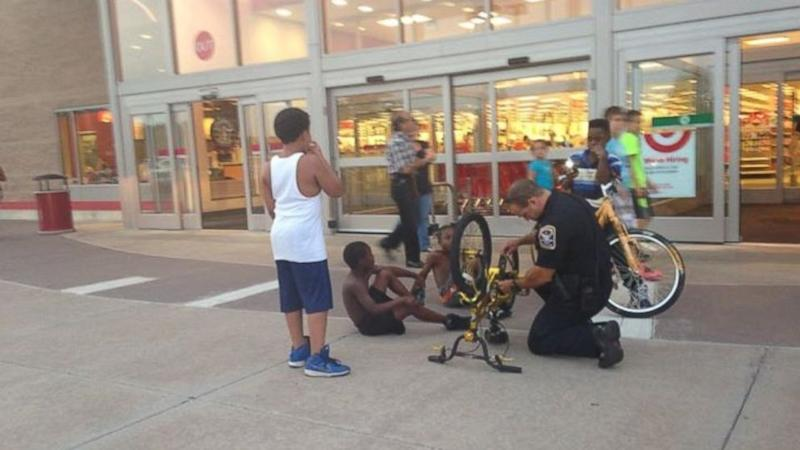Photo of Connecticut Police Officer Fixing Young Boy's Bike Goes Viral