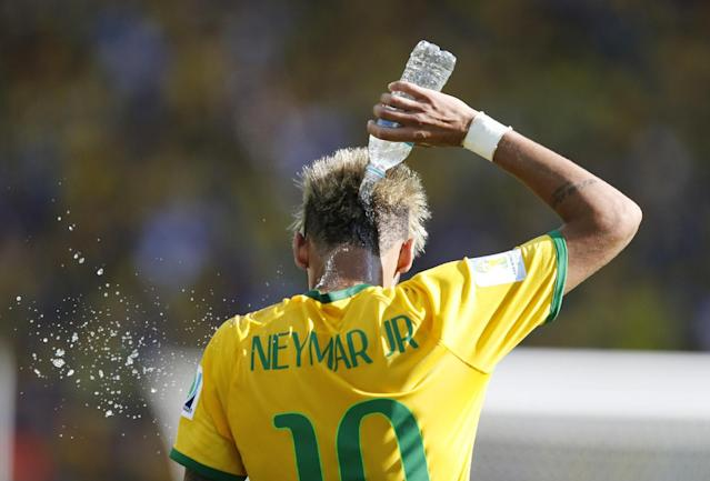 Brazil's Neymar cools himself up with water during the World Cup round of 16 soccer match between Brazil and Chile at the Mineirao Stadium in Belo Horizonte, Brazil, Saturday, June 28, 2014. (AP Photo/Frank Augstein)