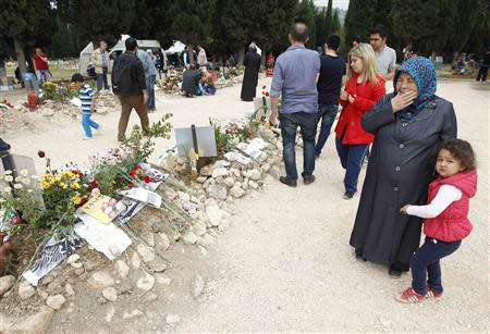 People mourn at graves for miners who died in Tuesday's mine disaster, at a cemetery in Soma, a district in Turkey's western province of Manisa May 20, 2014. REUTERS/ Osman Orsal