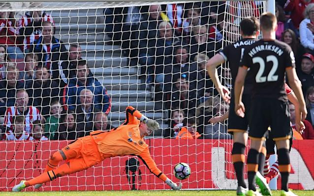 <p>Hull City's Eldin Jakupovic saves a penalty from Southampton's Dusan Tadic </p>