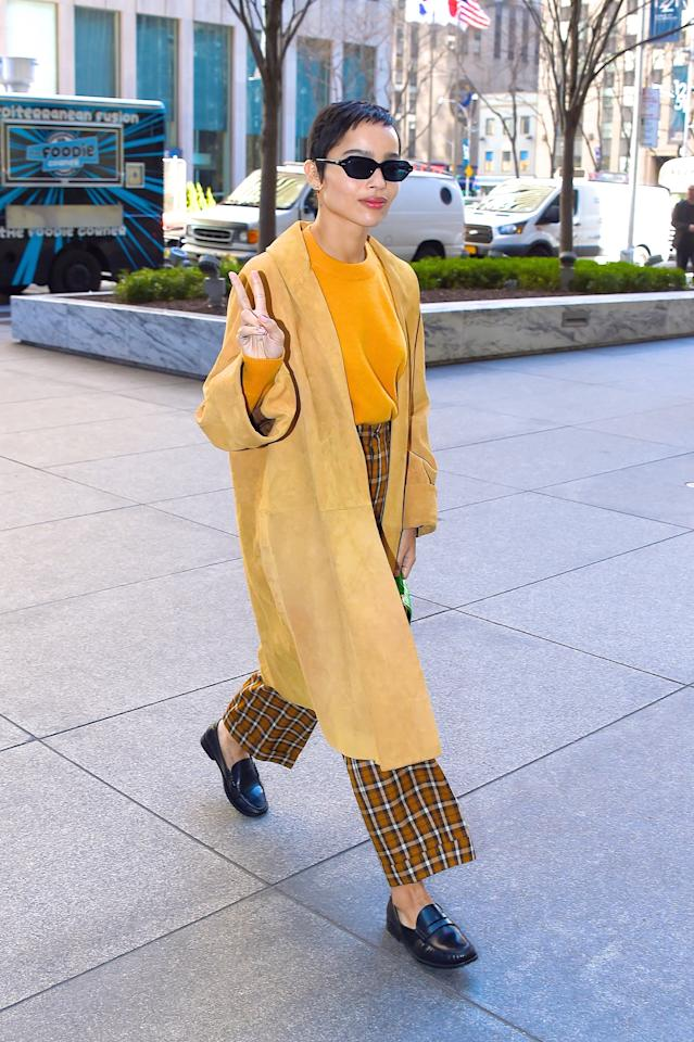 <p>While in New York, Zoë showed us how easy it is to pair a mustard yellow sweater with a long duster and plaid pants.</p>