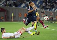 Ikechi Anya (R) of Scotland leaps clear of a tackle from Solomon Kverkvelia of Georgia during their Euro 2016 qualifying match in Tbilisi on September 4, 2015 (AFP Photo/Vano Shlamov)