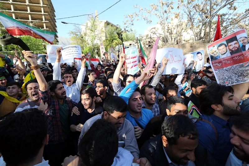 Iranians take part in a demonstration against the Saudi-led coalition's Operation Decisive Storm against the Huthi rebels in Yemen, outside the Saudi embassy in Tehran on April 13, 2015 (AFP Photo/Atta Kenare)