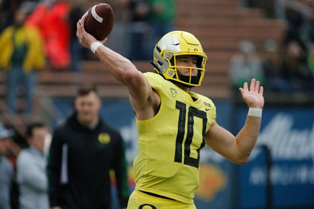 "Oregon's <a class=""link rapid-noclick-resp"" href=""/ncaaf/players/263243/"" data-ylk=""slk:Justin Herbert"">Justin Herbert</a> is back for his senior season. (AP Photo/Timothy J. Gonzalez)"