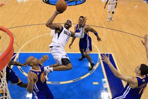 Dallas Mavericks' Vince Carter (25) attempts a fade-away jump shot against Golden State Warriors' Richard Jefferson (44), Charles Jenkins, rear, and Klay Thompson, right, in the second half of an NBA basketball game on Friday, April 20, 2012, in Dallas. Carter had a team-high 19 points in the 104-94 Mavericks win. (AP Photo/Tony Gutierrez)
