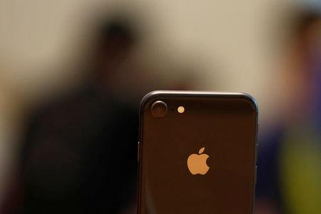 An iPhone 8 is displayed at the Apple Orchard Shop in Singapore September 22, 2017. REUTERS/Edgar Su