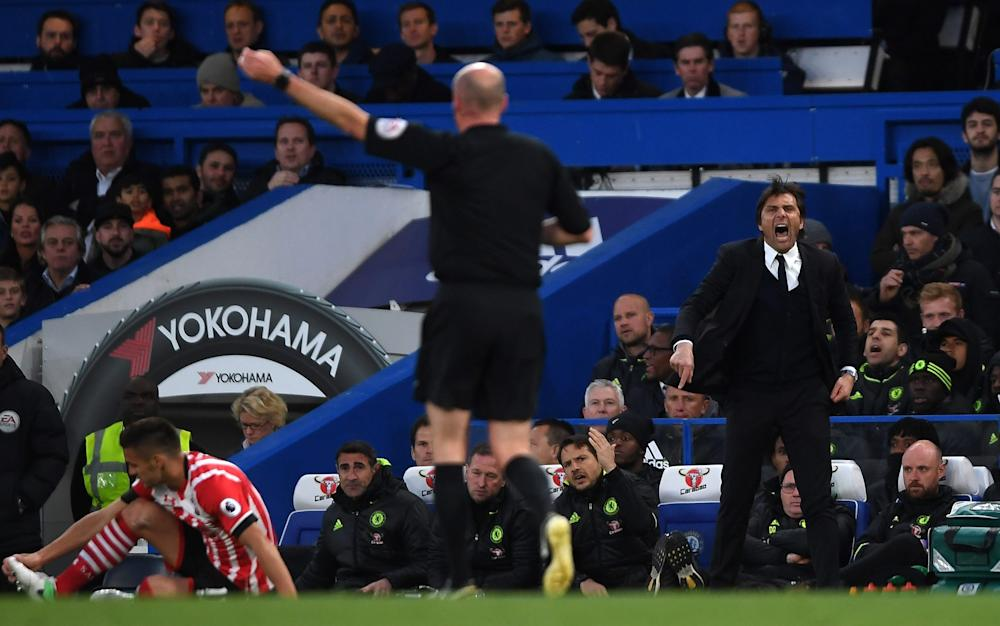 Antonio Conte manager of Chelsea reacts towards referee Lee Mason - Credit: GETTY