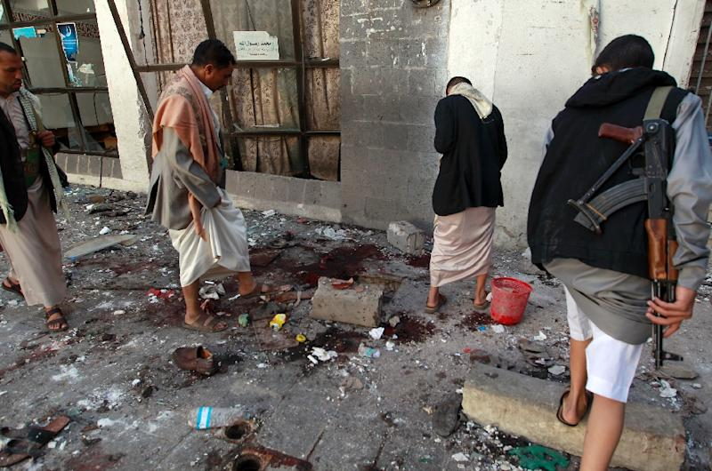 Yemeni Huthi rebels check the Balili mosque in the capital Sanaa, following an explosion on the first day of Eid al-Adha, the Feast of the Sacrifice, the most important holiday of the Islamic calendar on September 24, 2015 (AFP Photo/Mohammed Huwais)