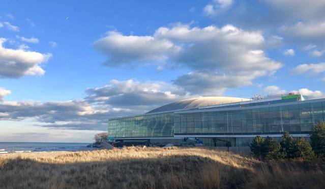 "Northwestern's opulent Ryan Fieldhouse and Walter <a class=""link rapid-noclick-resp"" href=""/mlb/teams/oak"" data-ylk=""slk:Athletics"">Athletics</a> Center was built on the shore of Lake Michigan and cost $270 million. (Northwestern Athletics)"