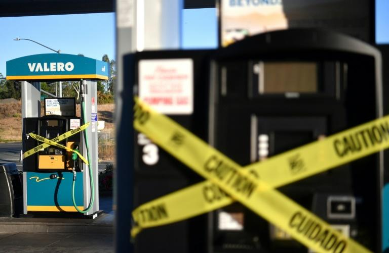 A Valero gas station sits vacant after power was shut down as part of a statewide blackout in Santa Rosa, California (AFP Photo/Josh Edelson)