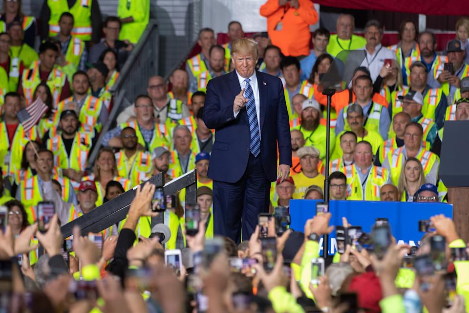 US President Donald Trump speaks to 5000 contractors at the Shell Chemicals Petrochemical Complex on August 13, 2019 in Monaca, Pennsylvania. President Donald Trump delivered a speech on the economy, and focused on manufacturing and energy sector jobs.  (Photo by Jeff Swensen/Getty Images)