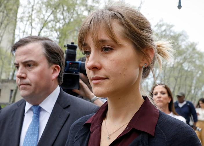 """<div class=""""inline-image__caption""""><p>Allison Mack with her lawyer the Brooklyn Federal Courthouse, May 4, 2018.</p></div> <div class=""""inline-image__credit"""">REUTERS</div>"""