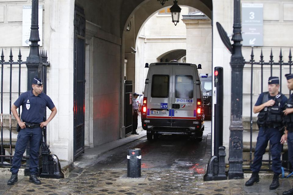 A French police van arrives at the Paris police headquarters on August 6, 2014 (AFP Photo/Kenzo Tribouillard)