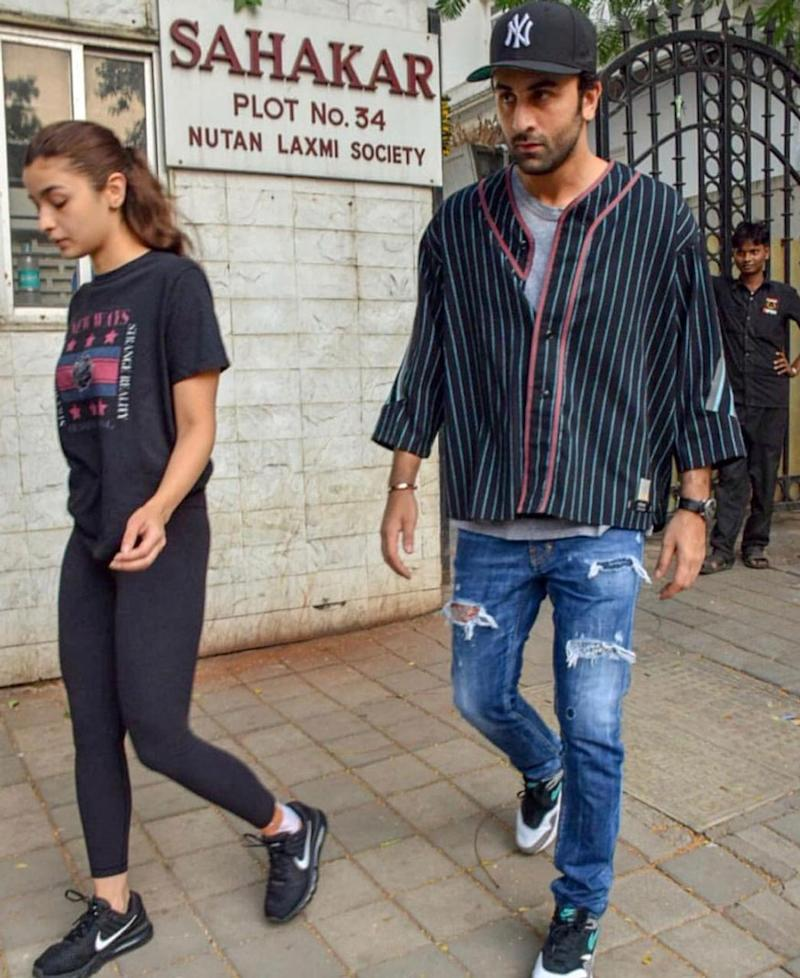 Reportedly Alia injured herself while shooting for the film and visited the doctor for consultation. Ranbir Kapoor accompanied his girlfriend Alia to the clinic. (Image: Viral Bhayani)