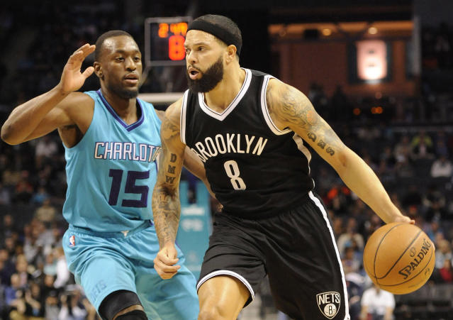 Sources: Kings discussing trade for Deron Williams