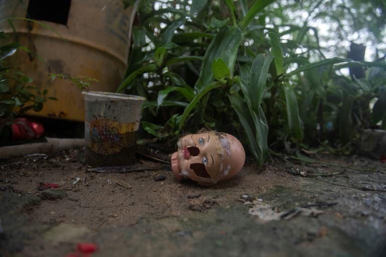 Dolls arrive at Suelen da Silva's 'hospital' in all states of disrepair -- some even decapitated from years of play