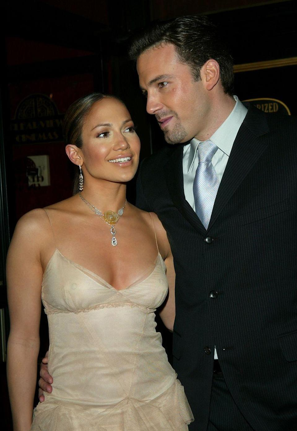 <p>Lopez and Affleck arrive at the <em>Maid In Manhattan</em> world premiere at The Ziegfeld Theatre in New York City on December 8, 2002.</p>