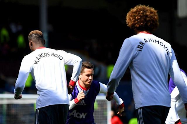 Manchester United players wearing shirts in support of their fallen (well, injured) team mates Ibrahimovic and Rojo