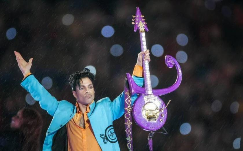 "Recently, while the entire world of music mourned Prince's death, Justin made sure to hog the limelight. Songwriter/Singer Andrew Watt paid tribute to the 'Purple Rain' singer on Instagram stating, ""Today waking up to this news I am truly beside myself…devastated…the last of the greatest living performers…my guitar idol"".  Somehow this didn't sit well with the 22 year old pop star, who responded to the post, commenting, ""Well not the last greatest living performer"". Wonder who he was talking about?"