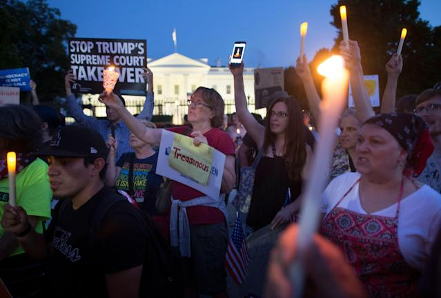 "<p>People hold up candles, lights and cell phones displaying the images of a candle during a national vigil ""to demand democracy"" and ""confront corruption"" on Pennsylvania Avenue outside the White House in Washington, D.C., on July 18, 2018. (Photo: Michael Reynolds/EPA-EFE/REX/Shutterstock) </p>"