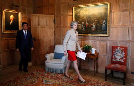 Britain's Prime Minister Theresa May and Prime Minister Shinzo Abe of Japan arrive for a joint news conference at Chequers, near Wendover, Britain April 28, 2017.  REUTERS/Kirsty Wigglesworth/Pool