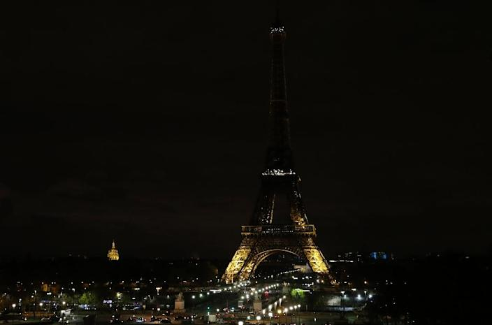 The lights of the Eiffel Tower in Paris are switched off in tribute to the victims of the deadly attack on a mosque in Egypt's Sinai (AFP Photo/Thomas SAMSON)