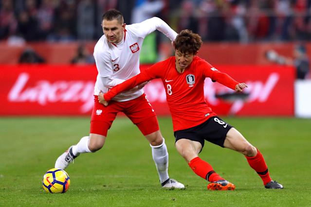 Soccer Football - International Friendly - Poland vs South Korea - Silesian Stadium, Chorzow, Poland - March 27, 2018 Poland's Artur Jedrzejczyk in action with South Korea's Lee Jae-Sung REUTERS/Kacper Pempel