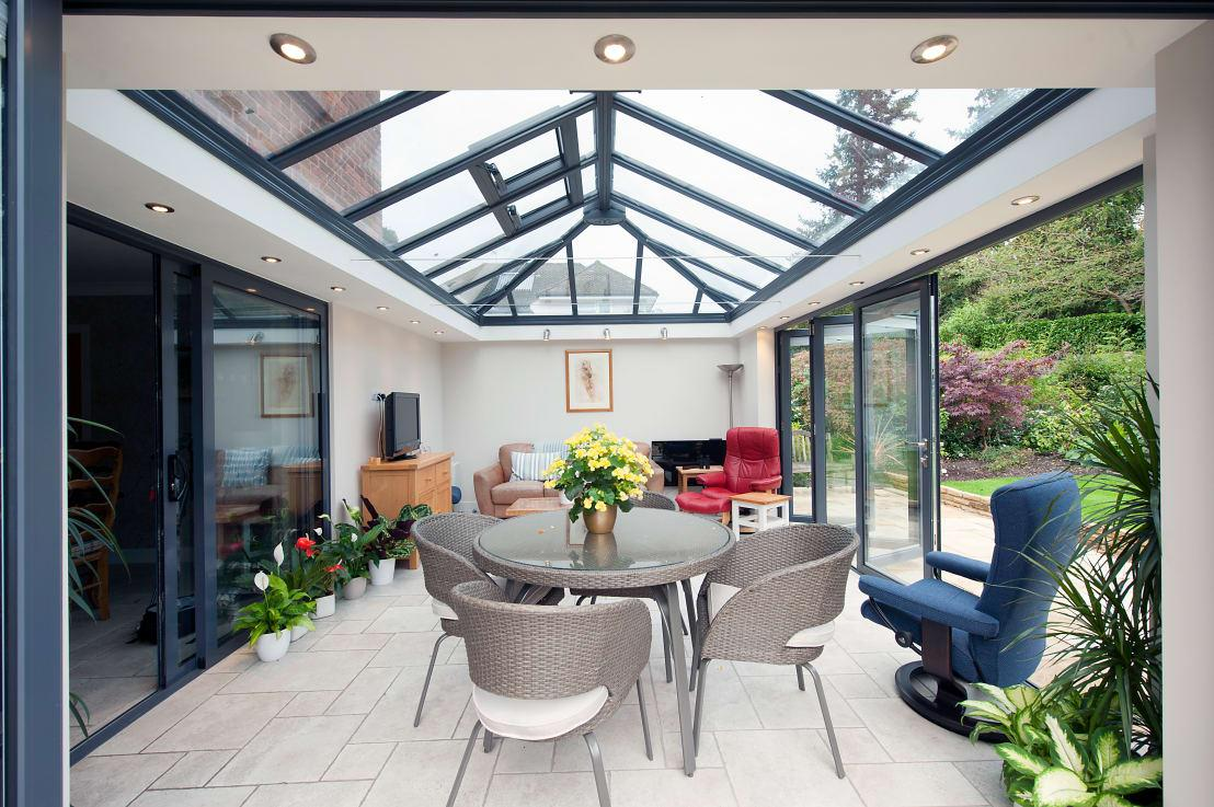 <p>Good news for those with green fingers: plants are trending in 2018, and seeing as they're one of the most affordable ways to style up a home (and introduce it to a whole new world of freshness and scent), pretty much any household can treat itself to some potted pretties, regardless of budget.</p><p><strong>homify hint:</strong> The best houseplants that have been known to improve one's health are Peace lily, English ivy, Variegated snake plant, Red-edged dracaena, and the Broadleaf lady palm.</p>  Credits: homify / ROCOCO