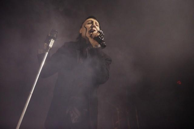 """Beleaguered Marilyn Manson Returns To The Stage In """"Shithole"""" New Jersey, Moons Crowd And Covers Patti Smith"""
