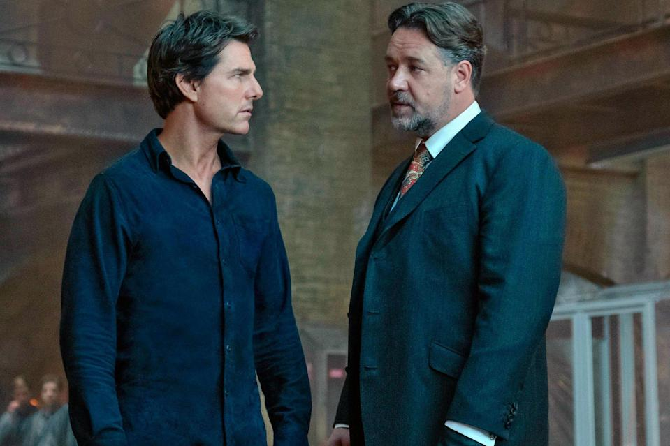 Tom Cruise and Russell Crowe in 'The Mummy' (credit: Universal)