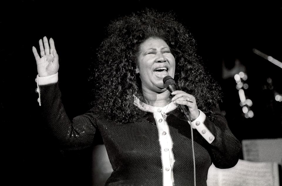 <p>Aretha Franklin wears a black and white Chanel-style cardigan with voluminous halo-shaped curls while performing at a JVC Jazz Festival concert at Carnegie Hall in New York. (Photo by Jack Vartoogian/Getty Images) </p>