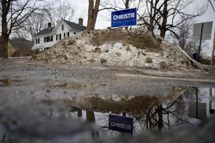 <p>A sign for Republican presidential candidate Chris Christie is posted in the snow before an event Monday, Feb. 1, 2016, in Hopkinton, N.H. <i>(Photo: Matt Rourke/AP)</i></p>