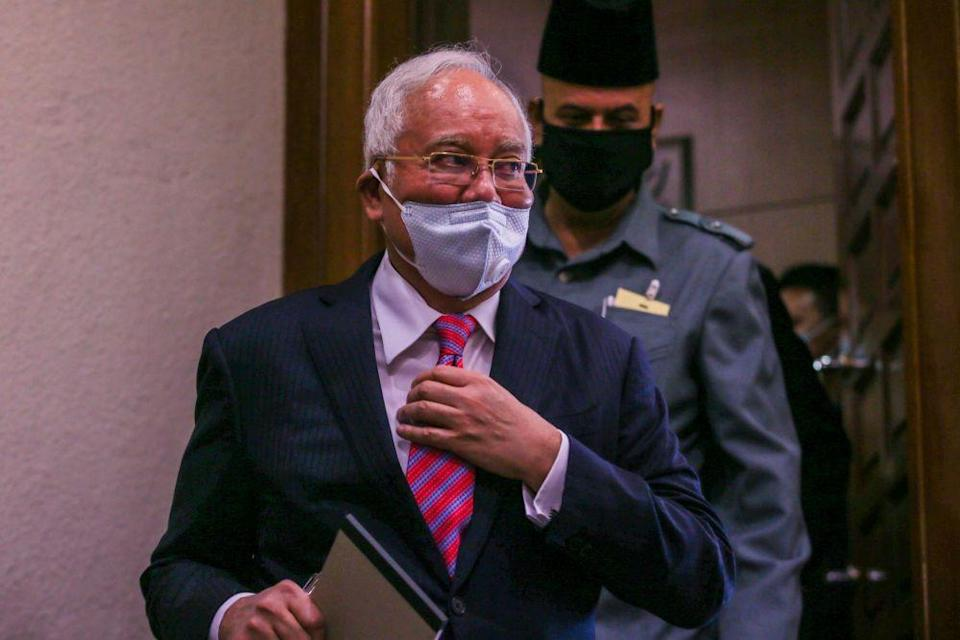 The judge asserted that it was incumbent on Datuk Seri Najib Razak and his lawyers to prove any charge is oppressive or a supposed abuse of the courts through the court process itself. — Picture by Hari Anggara