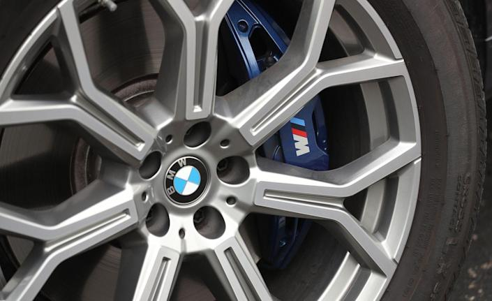 <p>The M Sport brakes stop the V-8 powered 50i to from 70 mph in 169 feet, but we'd skip the $650 binders which are hypersensitive and difficult to smoothly operate in stop-and-go commuting.</p>