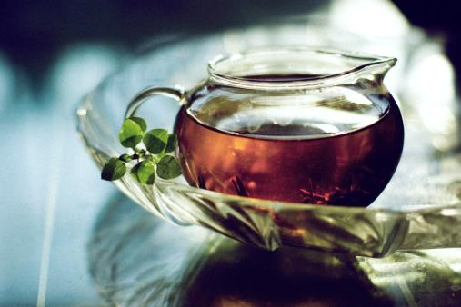 Black tea is full-bodied and strong, it tastes great alone or can be had with milk and sugar. And it makes great iced tea. Benefits: Black tea has extremely low caffeine content, which is great for circulation. Fluoride is another content of black tea and thus allows oral and bone health. Black tea contains flavonoids which are also found in apples. Unlike green tea, black tea, once processed eliminates all antioxidants existing in it.