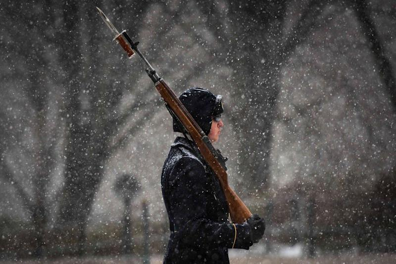 Soldiers Continue Guarding Tomb of the Unknown Soldier Despite Blizzard