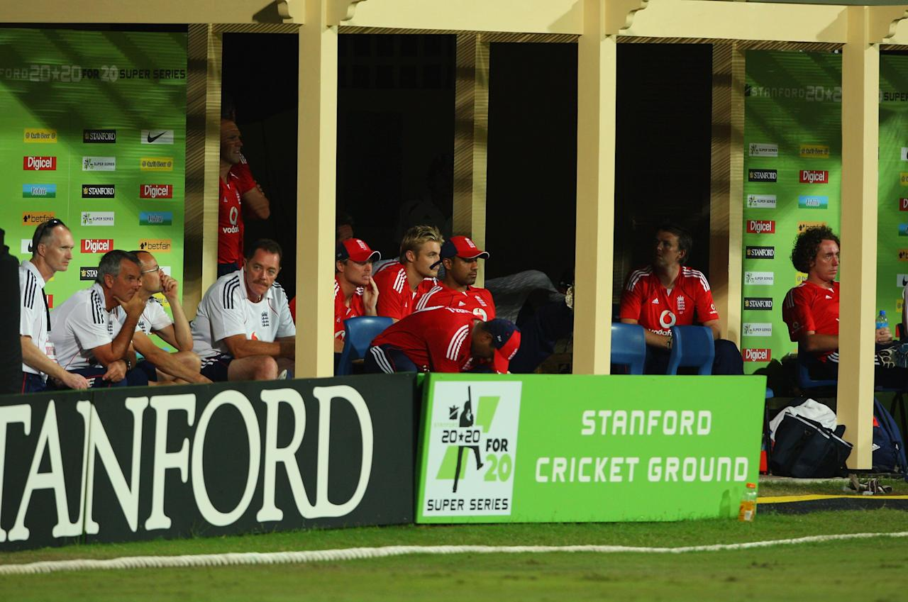 ST. JOHN'S, ANTIGUA AND BARBUDA - NOVEMBER 01: The England team look on from the dressing room during the Stanford Twenty20 Super Series 20/20 for 20 match between Stamford Superstars and England at the Stanford Cricket Ground on November 1, 2008 in St Johns, Antigua  (Photo by Tom Shaw/Getty Images)