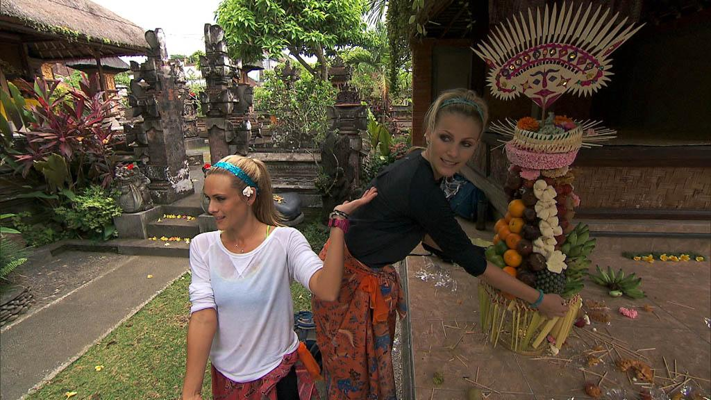 """I Love Monkeys!"" -- In Detour B, Country singers Caroline (left) and Jennifer (right) must assemble an elaborate religious offering known as a ""Gebogan"" then take it to the Pura Desa Puseh Temple for a blessing in order to receive the next clue, on ""The Amazing Race."""