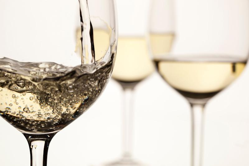 """Just like with red wine, the<a href=""""http://winefolly.com/update/calories-in-wine/"""" target=""""_blank""""> caloric content of white wine can vary</a>. We're talking about differences ranging between 121 calories to 190 calories. But at least those calories also come with a <a href=""""http://www.huffingtonpost.com/entry/white-wine-health-benefits_us_592da590e4b0065b20b8a710"""">host of health benefits</a>."""