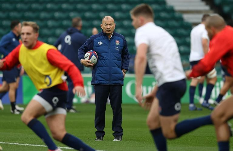 Ireland warning - England coach Eddie Jones (C)