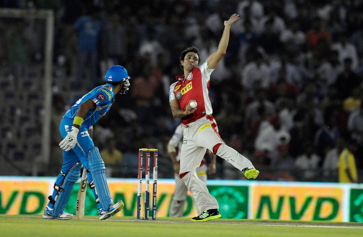 Azhar Mahmood of Kings XI Punjab bowls during match 29 of the Pepsi Indian Premier League between The Kings XI Punjab and the Pune Warriors held at the PCA Stadium, Mohali, India  on the 21st April 2013. (BCCI)