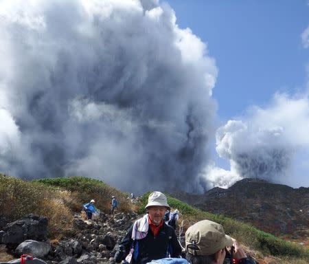 Climbers descend Mt. Ontake, which straddles Nagano and Gifu prefectures, to evacuate as the volcano erupts in central Japan September 27, 2014, in this photo taken  by a climber and released by Kyodo.  REUTERS/Kyodo